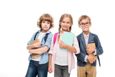 小学生背包和书籍