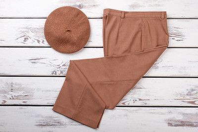 女装经典棕色长裤