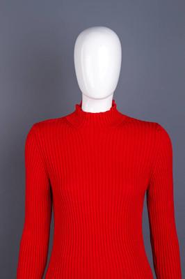 女模特穿的红色毛衣
