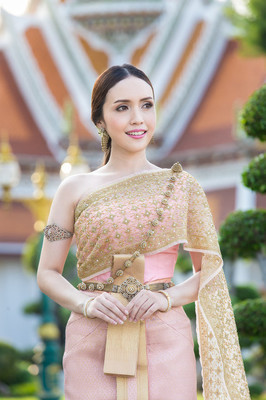 泰国女人穿着泰国传统新娘礼服