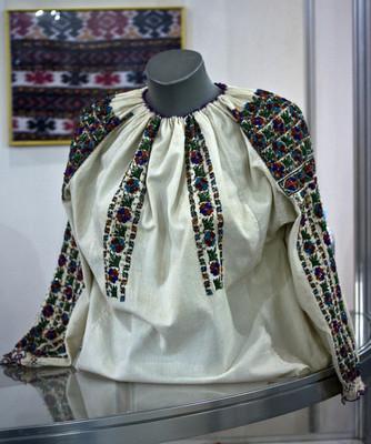 Moldavian national blouse for women