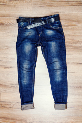 蓝色牛仔裤长裤