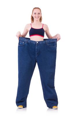 大牛仔裤的女人