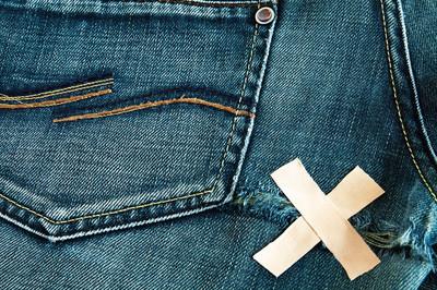破的牛仔裤