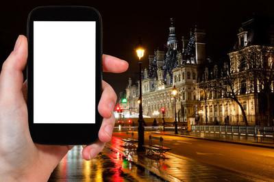 在晚上的市政厅在巴黎旅游照片