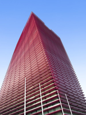 红色的摩天大楼