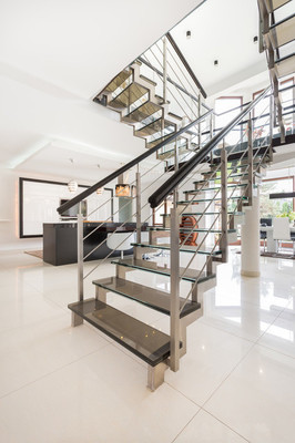 在公寓里面楼梯