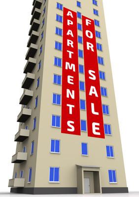 公寓出售。那幢公寓楼的广告海报