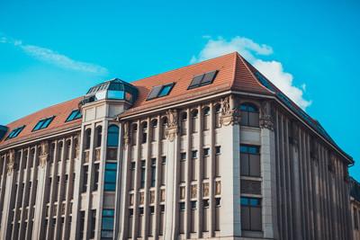 街道级视图的古典风格公寓