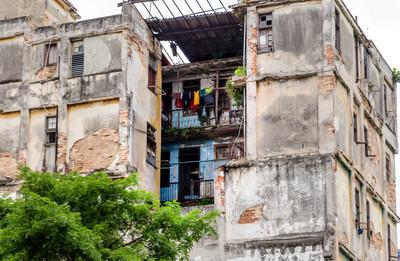 破旧、半废墟中的人居