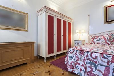 内部的优雅的卧室