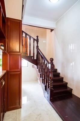 在房子的楼梯
