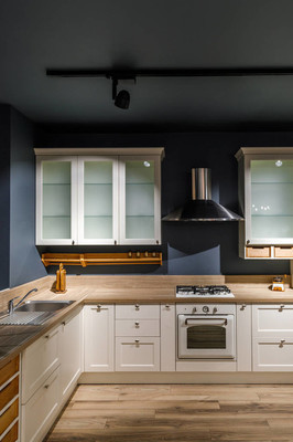 现代厨房内饰与白色橱柜