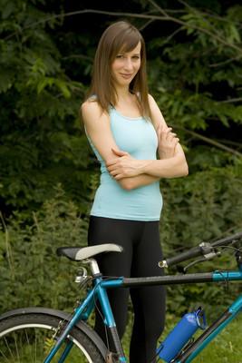 自行车的女人