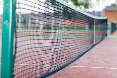 晚上在室外网球场