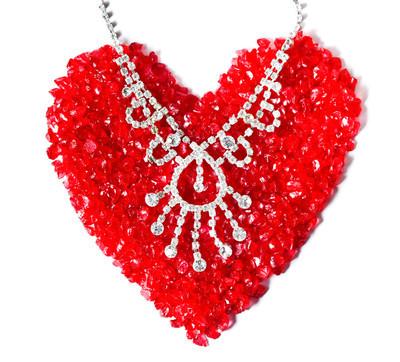 爱从珠宝首饰创建形状