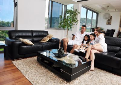 家庭停电纯平电视机在现代家居室内