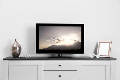 在房间里的电视机