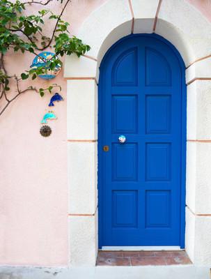 蓝色的希腊房子的门