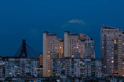夜晚城市的灯光