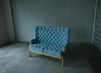 在老式房间的古典风格扶手椅沙发沙发