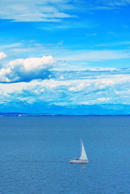 帆船在海上