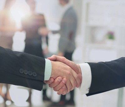 商人握手合作伙伴