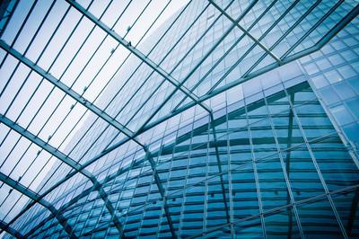 现代玻璃 silhouettes 的摩天大楼。商务楼