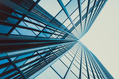 现代玻璃摩天大楼