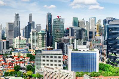 美丽的景色在新加坡的摩天大楼。夏季城市景观