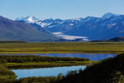 风景如画的群山在阿拉斯加