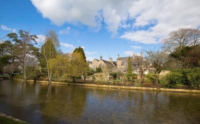 """Ancient village """"Bourton On Water"""""""