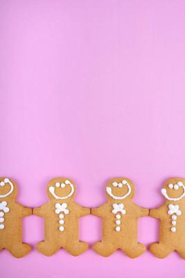 节日的粉色主题与姜饼圣诞假日背景