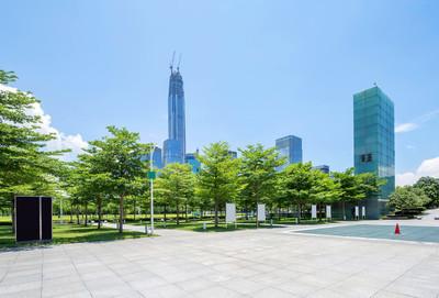 空的广场,在中国深圳的摩天大楼