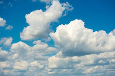蓝蓝的天空云朵背景