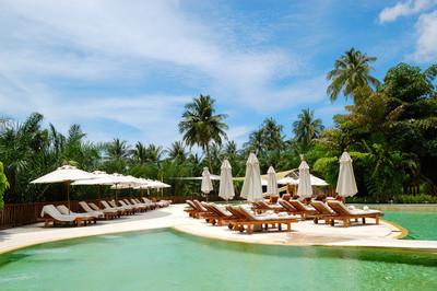 游泳池在豪华的酒店,普吉岛,泰国