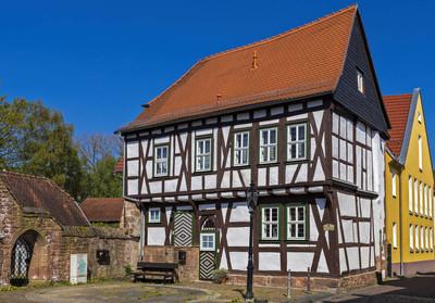 市政厅的城堡在 gelnhausen 的小镇