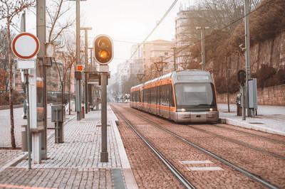 城市地铁站户外列车
