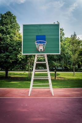 室外公共篮球场