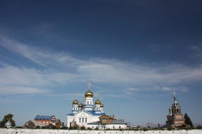 季赫温修道院的圣母玛利亚。全景图。俄罗斯楚瓦什共和国、 齐维利斯克