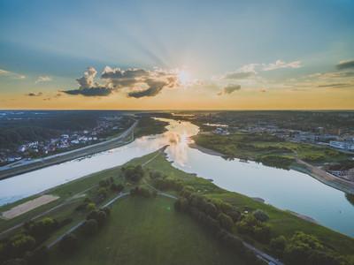 立陶宛考纳斯的夏天日落景色