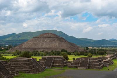 从月亮,墨西哥金字塔太阳金字塔