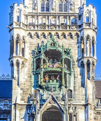钟声在慕尼黑市政厅和门面