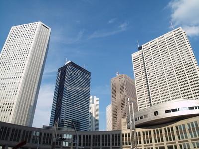 在新宿区-东京的摩天大楼