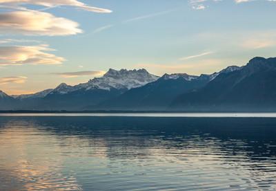 在日内瓦湖上的日落美景