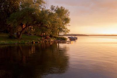 在夕阳中湖