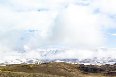 云下雪山雪山的五彩景色