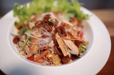 美味粉丝配猪肉火腿蘑菇虾