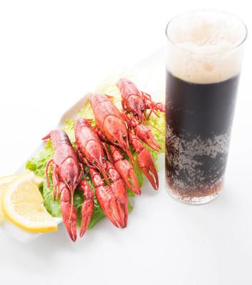 水煮小龙虾喝啤酒