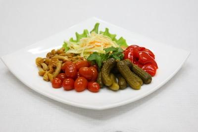 吵杂的西红柿、 黄瓜、 白菜